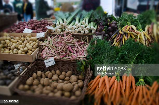 outdoor farmer's market - eugene oregon stock pictures, royalty-free photos & images
