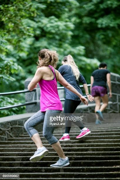 Outdoor-Fitness-Klasse Lauf Schritte