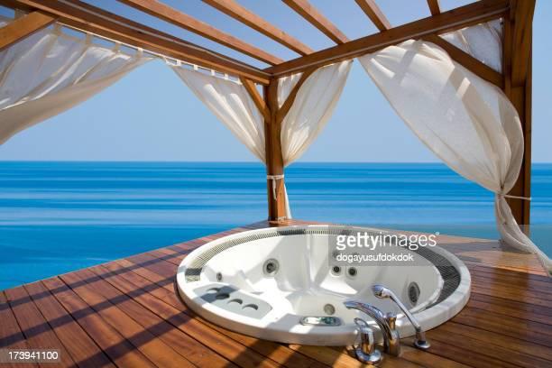 屋外ジャグジーと海の眺め