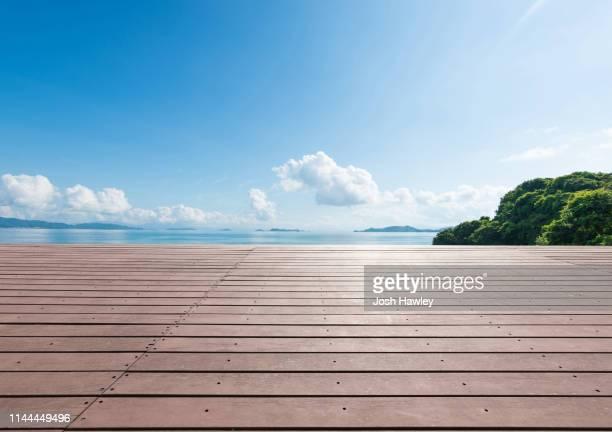 outdoor observation deck and parking lot - ウッドデッキ ストックフォトと画像