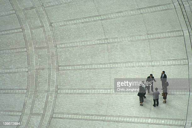 outdoor office discusson - government building stock pictures, royalty-free photos & images