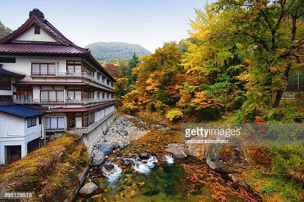 outdoor onsen at takaragawa onsen onsekaku - 旅館 ストックフォトと画像