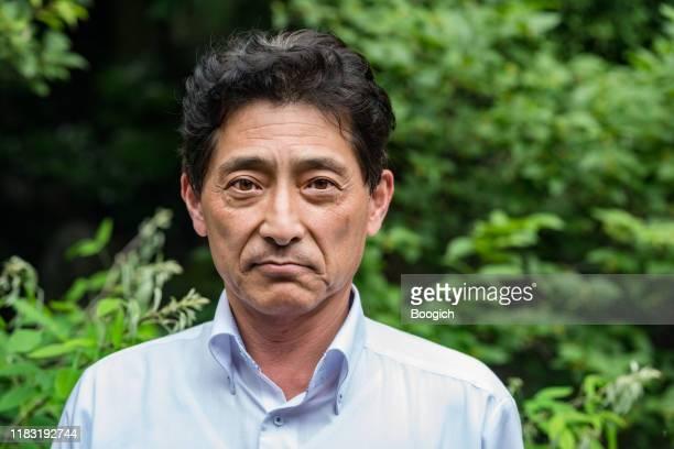 retrato ao ar livre do homem japonês maduro em kyoto japão - extremo oriente - fotografias e filmes do acervo