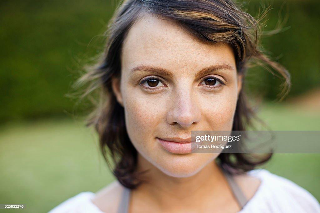 Outdoor portrait of woman : Stockfoto