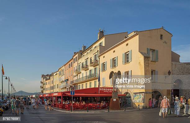 outdoor restaurants in st. tropez - st tropez stock pictures, royalty-free photos & images