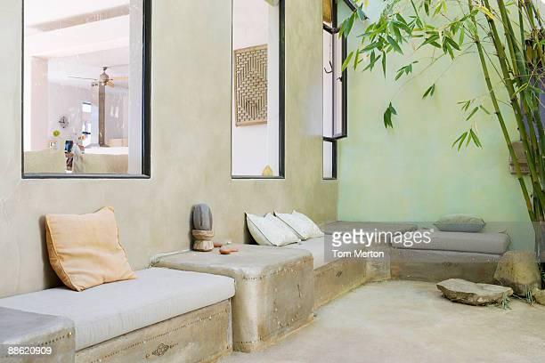 Sitzbereich im Freien mit Bambus