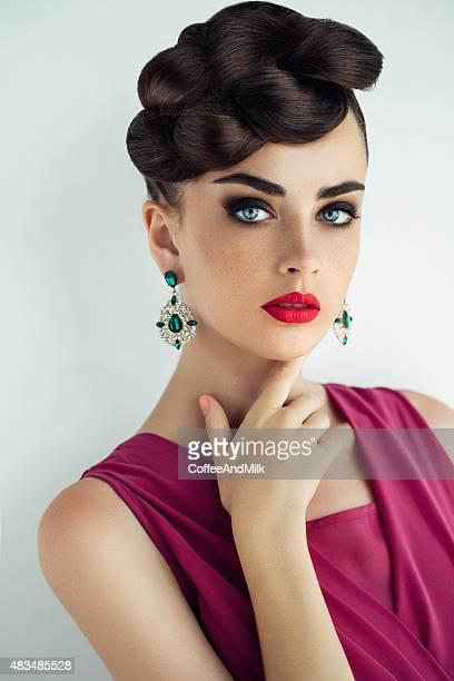 Esterno di giovane bella donna
