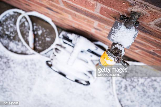 outdoor tap with snow - frozen stock pictures, royalty-free photos & images