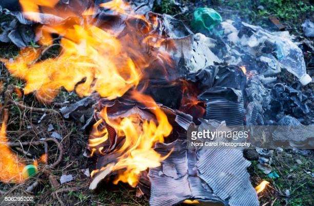 outdoors open fire burn - burning stock pictures, royalty-free photos & images