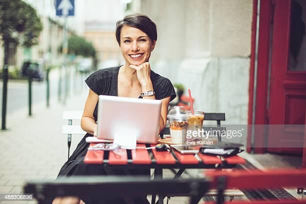 Ar livre Retrato de uma bela Mulher de Negócios