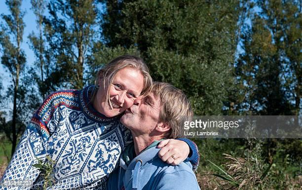 outdoors portrait of a couple - friesland noord holland stockfoto's en -beelden