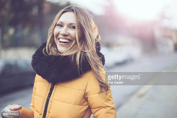 Ao ar livre Retrato de uma mulher jovem