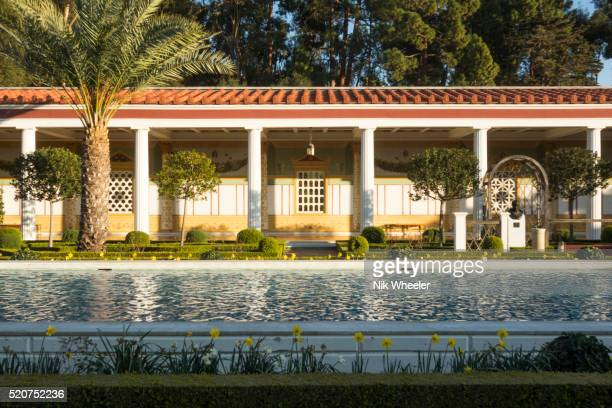 outer peristyle formal gardens at the getty villa museum, los angeles, california - getty villa foto e immagini stock