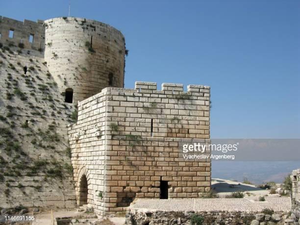 outer walls of krak des chevaliers medieval crusader castle - argenberg - fotografias e filmes do acervo