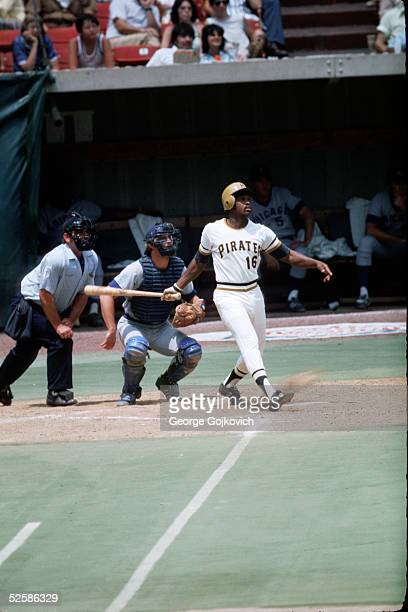 Outfielder Al Oliver of the Pittsburgh Pirates bats against the Chicago Cubs at Three Rivers Stadium in July 1975 in Pittsburgh Pennsylvania