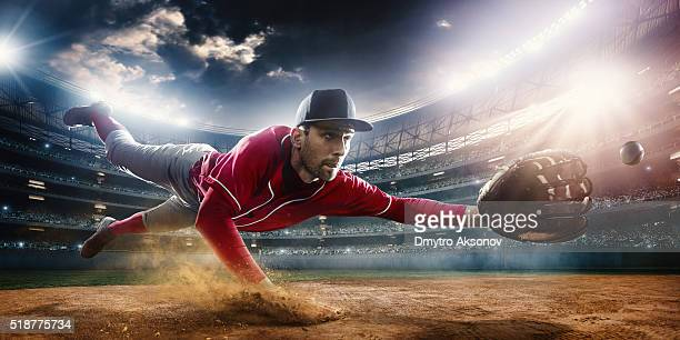 outfielder catching baseball - baseball player stock pictures, royalty-free photos & images
