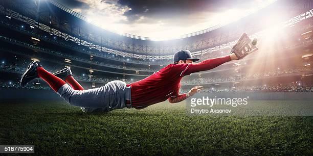 野球選手外野手を引く