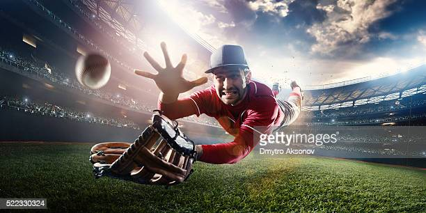 outfielder catching baseball - catching stock pictures, royalty-free photos & images