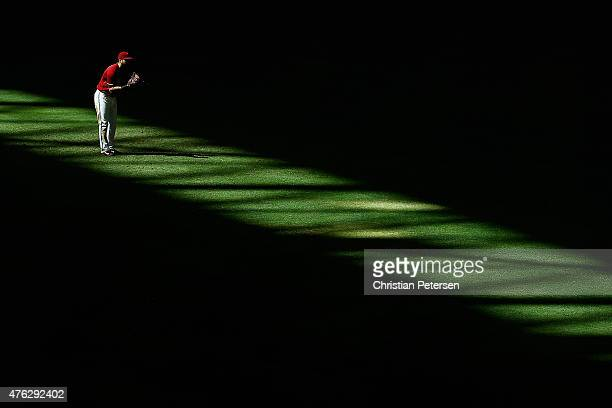 Outfielder David Peralta of the Arizona Diamondbacks stands ready during the eighth inning of the MLB game against the New York Mets at Chase Field...