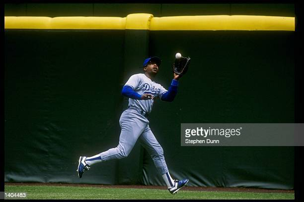 Outfielder Hubie Brooks of the Los Angeles Dodgers goes for the ball during a game Mandatory Credit Stephen Dunn /Allsport