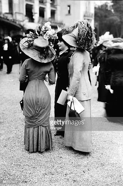 Outfits in Longchamp Paris on 1910