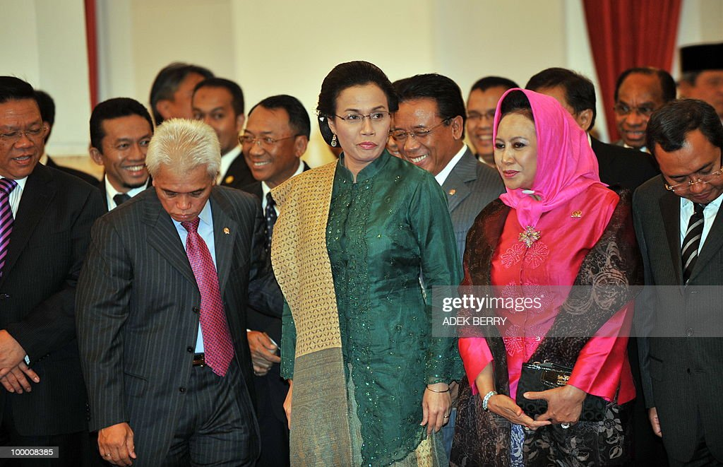 Outgoing Finance Minister Sri Mulyani Indrawati (C-green) stands among ministers during the swearing in ceremony at the presidential palace in Jakarta on May 20, 2010. Indonesia's new finance minister faces an uphill struggle to restore investor's confidence after the shock resignation of his respected predecessor, analysts said. President Susilo Bambang Yudhoyono appointed PT Bank Mandiri chief Agus Martowardojo late on May 19, to replace independent economist Sri Mulyani Indrawati, who resigned on May 4 for a top job at the World Bank.