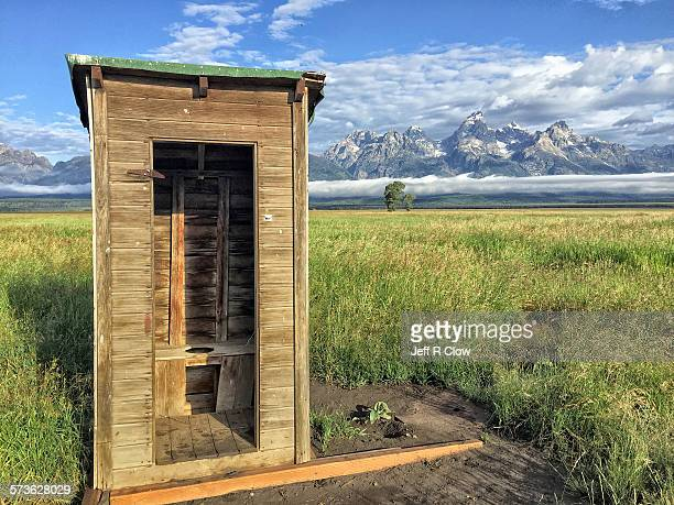 outhouse with a view - gemak stockfoto's en -beelden