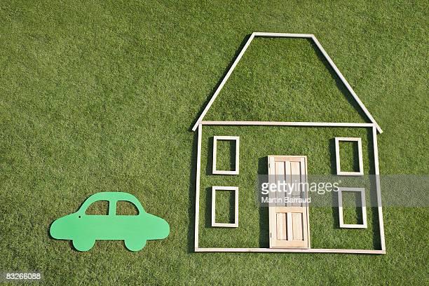 Kontur von Haus und Auto in grass