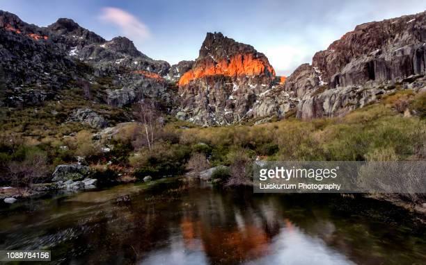 outono na serra da estrela portugal montanha - celebrities imagens e fotografias de stock
