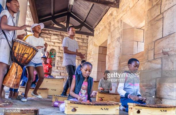 outreach foundation marimba band in hillbrow, johannesburg - gauteng province stock pictures, royalty-free photos & images