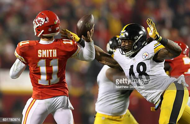 Outside linebacker Bud Dupree of the Pittsburgh Steelers attempts turnover block the pass attempt of quarterback Alex Smith of the Kansas City Chiefs...