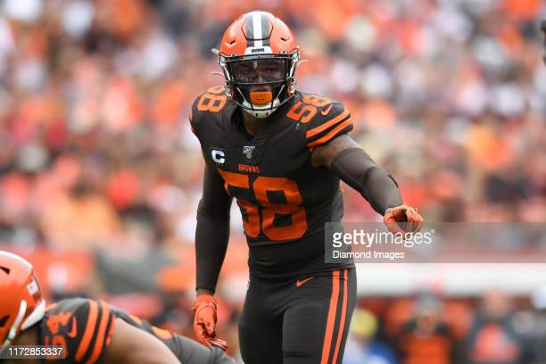 Outside linebacker Christian Kirksey of the Cleveland Browns makes a call at the line of scrimmage in the second quarter of a game against the...