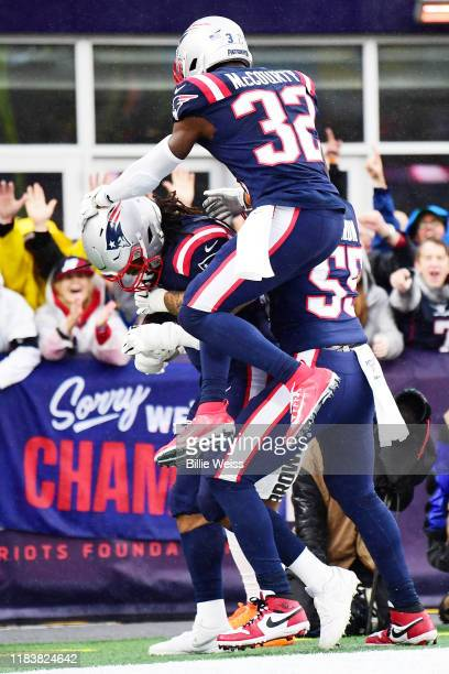 Outside linebacker Dont'a Hightower of the New England Patriots celebrates his touchdown with teammates in the first quarter of the game against the...