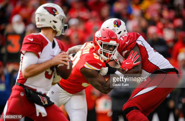 Outside linebacker Justin Houston of the Kansas City Chiefs rushed past offensive tackle D.J. Humphries of the Arizona Cardinals to pressure...