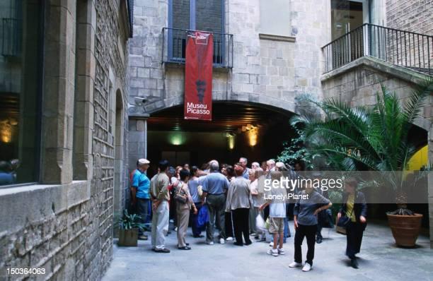 Outside Museu Picasso.