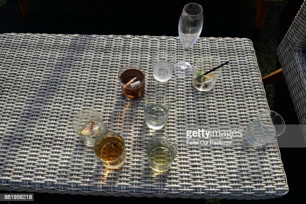 outside table and drinking - table after party stock pictures, royalty-free photos & images