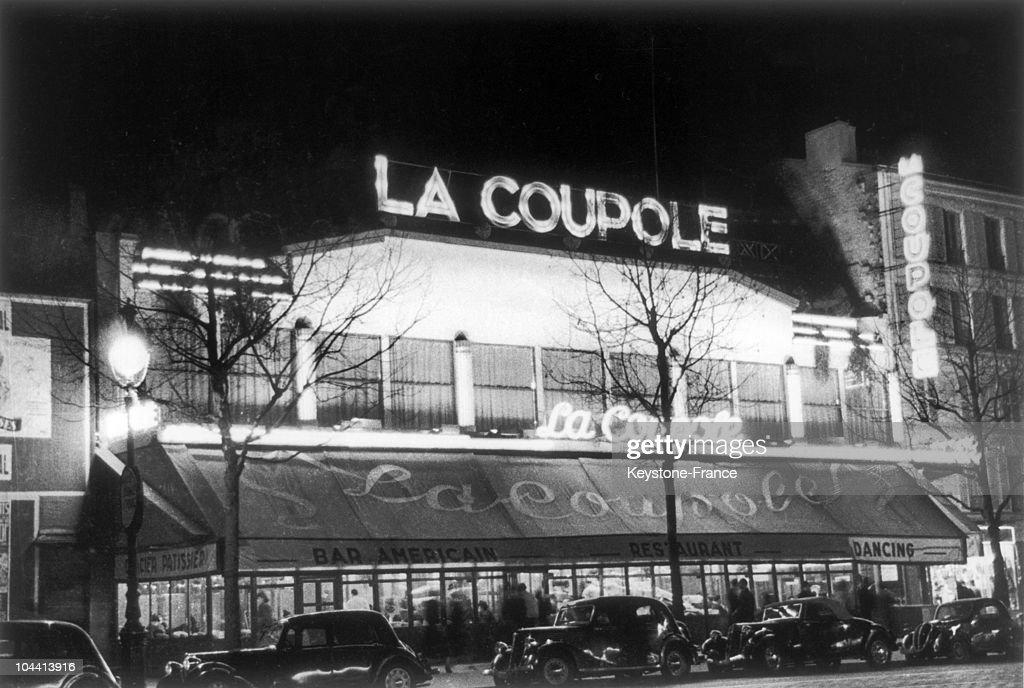 Outside View And Night View Of The Restaurant La Coupole, In The Montparnasse District Of Paris In 1939.\\Vue Exterieure Et Nocturne Du Restaurant La Coupole Dans Le Quartier De Montparnasse a Paris En 1939. : News Photo