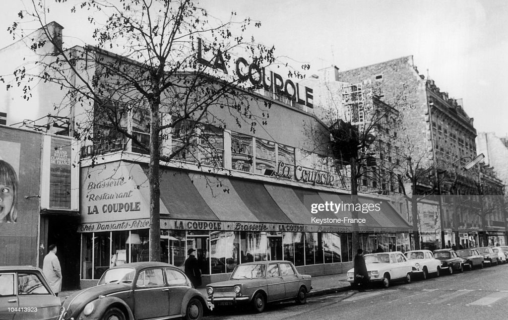The Brasserie La Coupole In The Montparnasse District In Paris In 1968 : News Photo