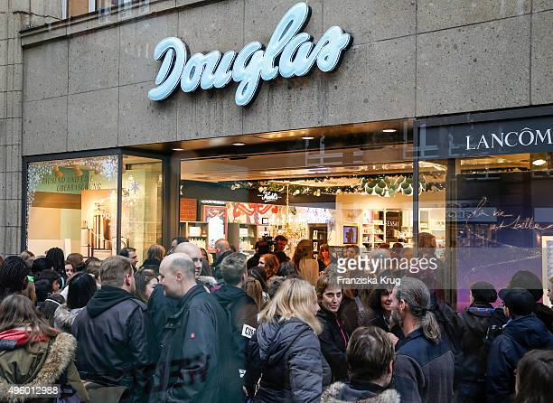 Outside view of the Exclusive Meet Greet With Ariana Grande At Douglas on November 06 2015 in Hamburg Germany