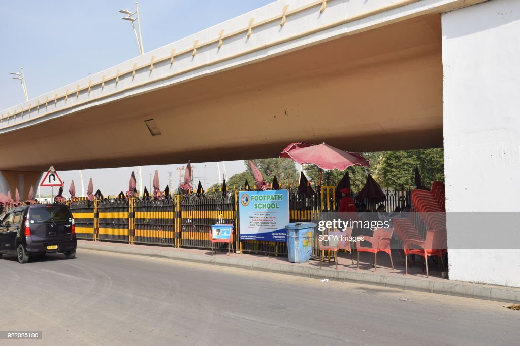 Outside view of the FootPath School in the Pakistan biggest... : News Photo