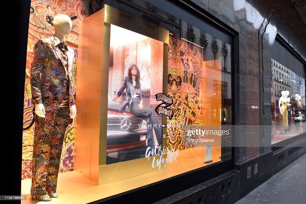 outside-window-display-during-the-tommy-hilfiger-tommynow-spring-2019-picture-id1133198561