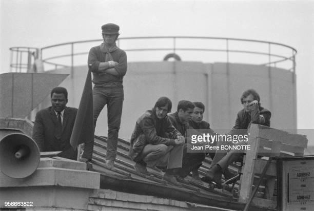 Ouvriers en grève à l'usine Citroën de Javel lors des évènements de mai 68 à Paris France