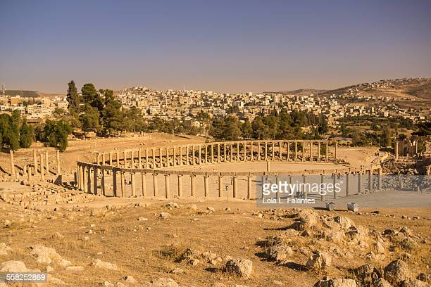 oval forum, jerash - roman decapolis city stock pictures, royalty-free photos & images