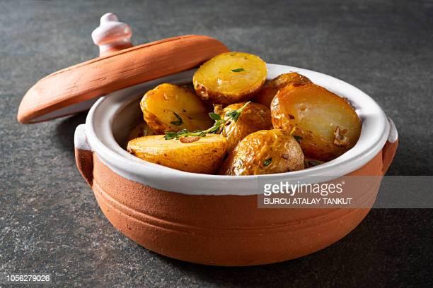 oven roasted potatoes - ローストポテト ストックフォトと画像