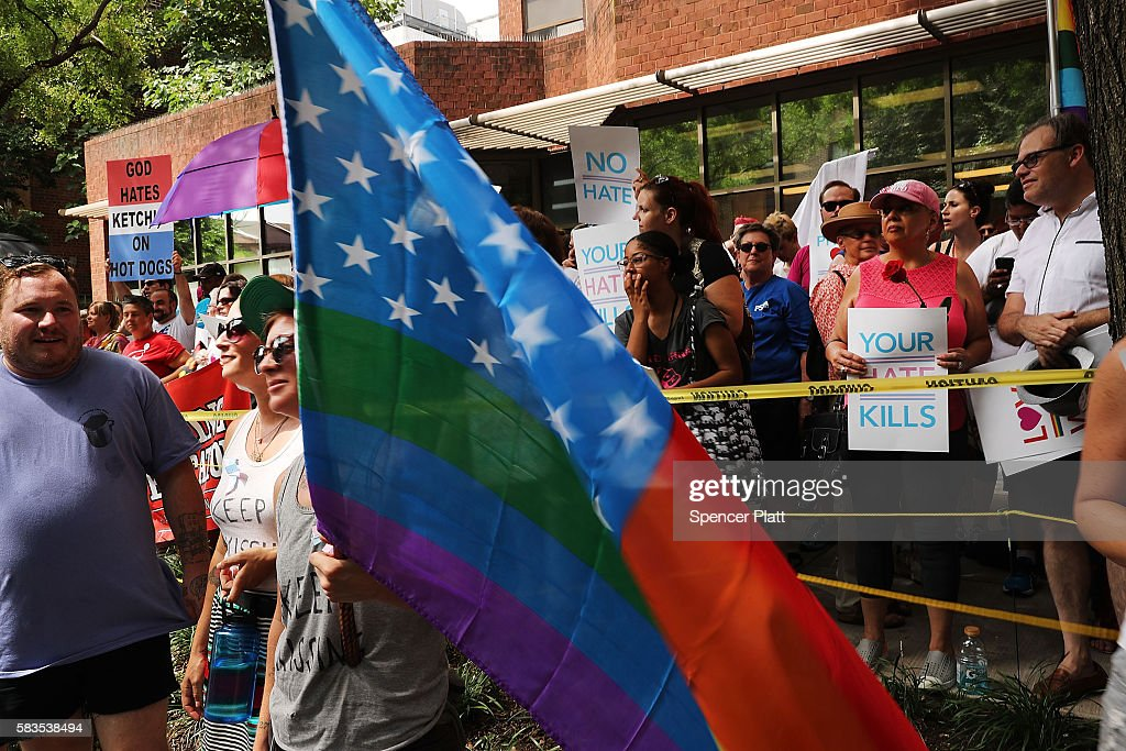Protesters Demonstrate In Philadelphia During The Democratic National Convention : ニュース写真