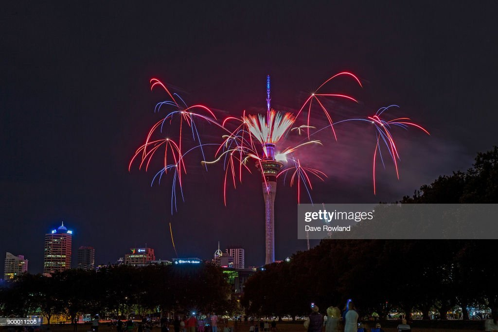 New Zealanders Celebrate New Year's Eve 2017 : News Photo