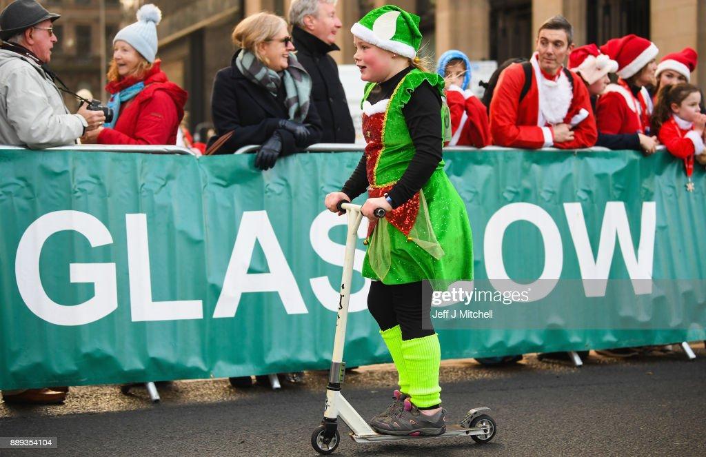 Santa Dash In Glasgow : News Photo