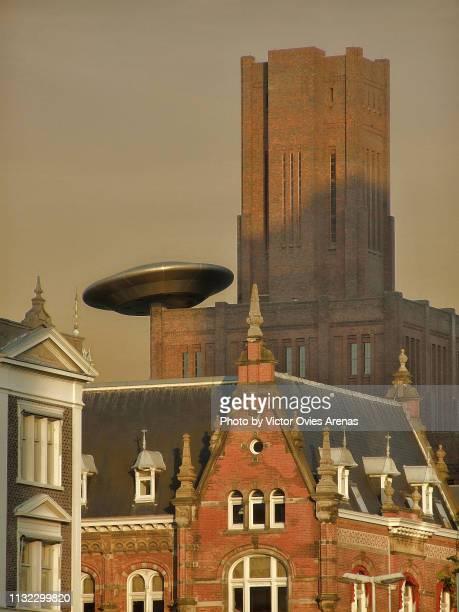 ufo over inktpot building in utrecht, netherlands - victor ovies fotografías e imágenes de stock