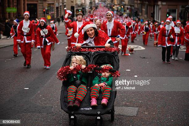 Over seven thousands of members of the public dressed as Santas make their way up St Vincent Street on December 11, 2016 in Glasgow, Scotland. The...