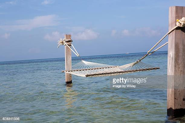 over water hammock - golf von thailand stock-fotos und bilder